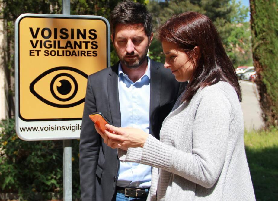 Voisins vigilants et solidaires a développé un système d'alerte par sms pour garder le contact tout en gardant ses distances.