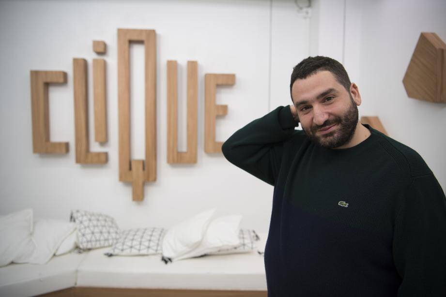 """Mouloud Achour sur le plateau de """"Clique"""" en octobre 2018."""