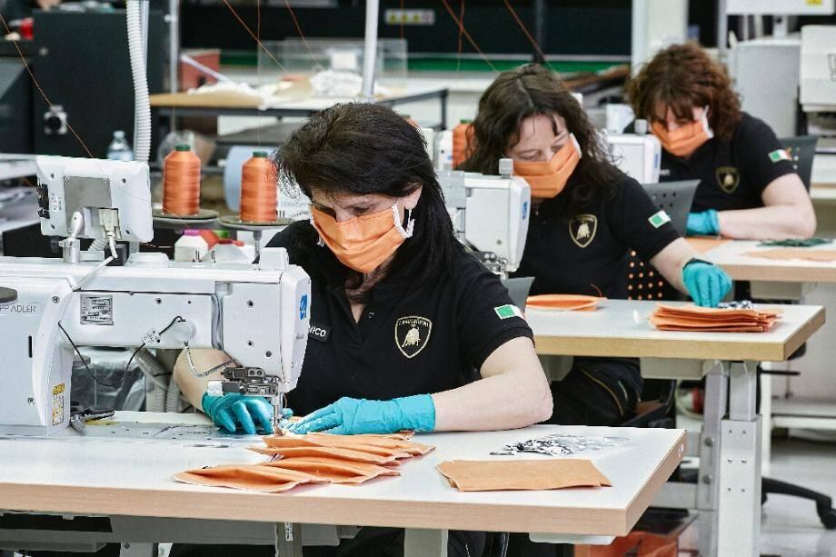 Production de masques en Italie le 31 mars 2020
