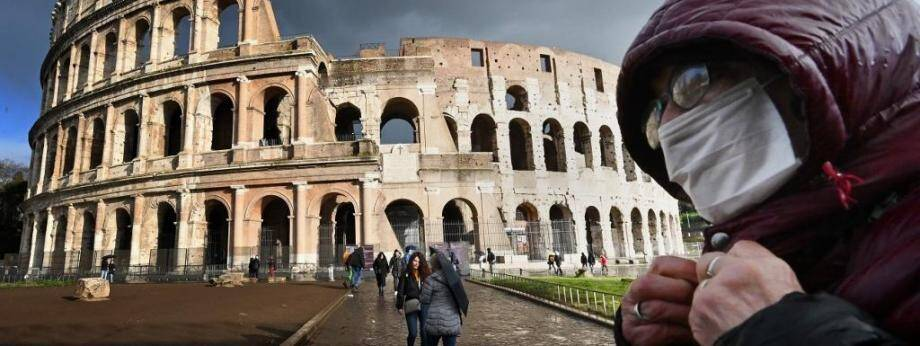 A Rome, devant le Colisée.
