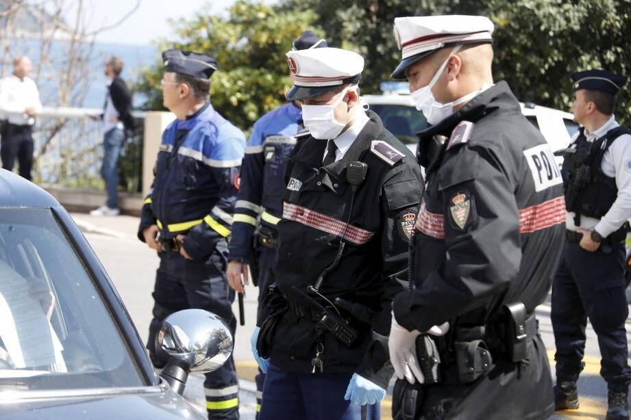 Un drone de la police judiciaire française et les scooters des mers de la police maritime de Monaco sont venus en renfort des patrouilles terrestres, ce jeudi après-midi, sur le littoral.