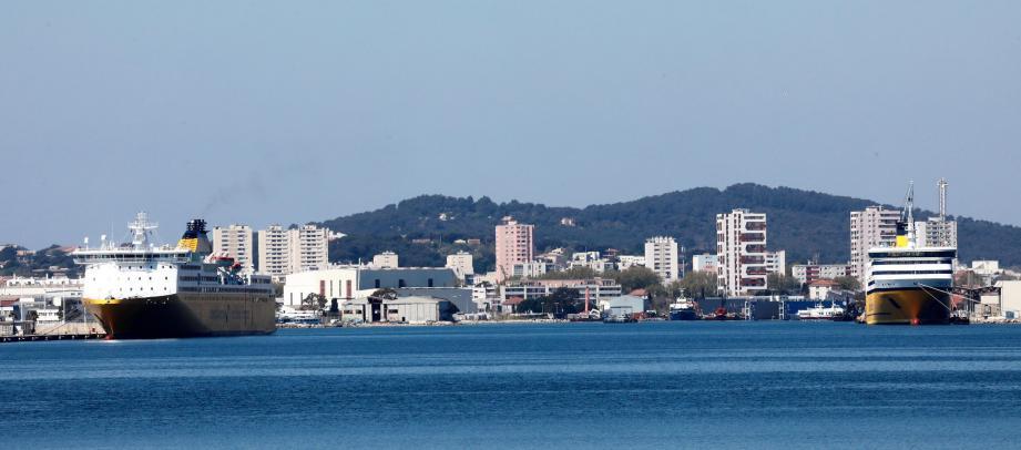 Les Seynois ont vu apparaitre deux ferries de la Corsica sur le littoral en fin de semaine dernière.
