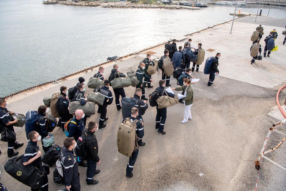 L'équipage du porte-avions à son arrivée dimanche.