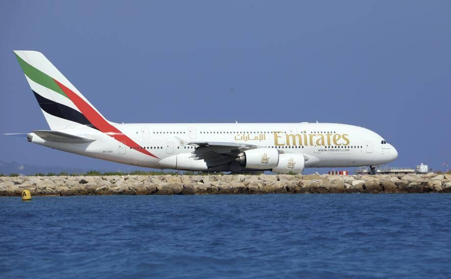Si certaines compagnies ferment leur escale à Nice, Air Transat, Air Canada, Emirates et Qatar Airways n'ont, à l'heure actuelle, pas modifié les plans de vol pour cet été.