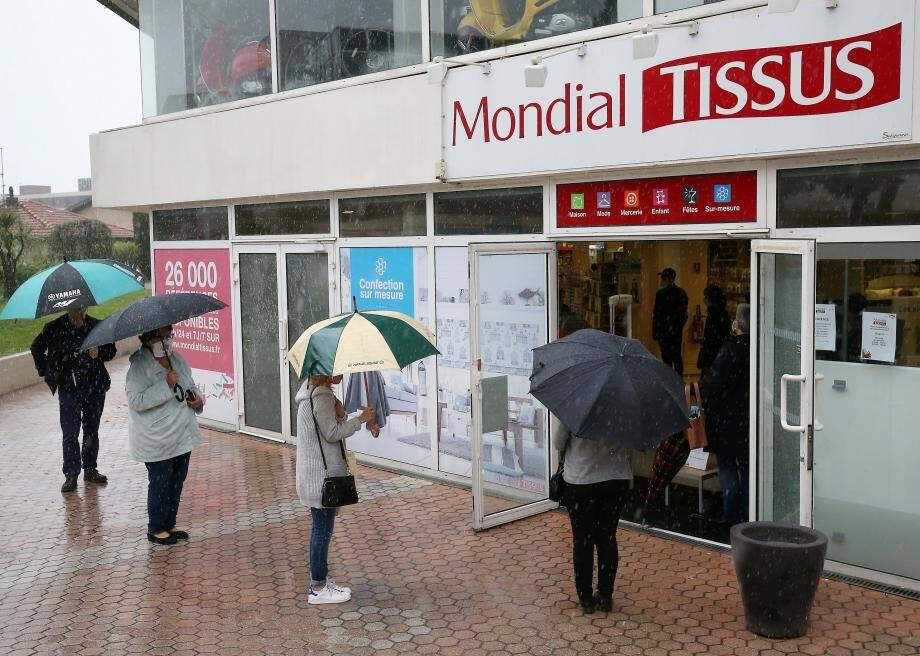 Depuis lundi, grâce au décret du 23 avril paru au Journal Officiel, les magasins de tissus et merceries ont rejoint la liste des commerces essentiels.