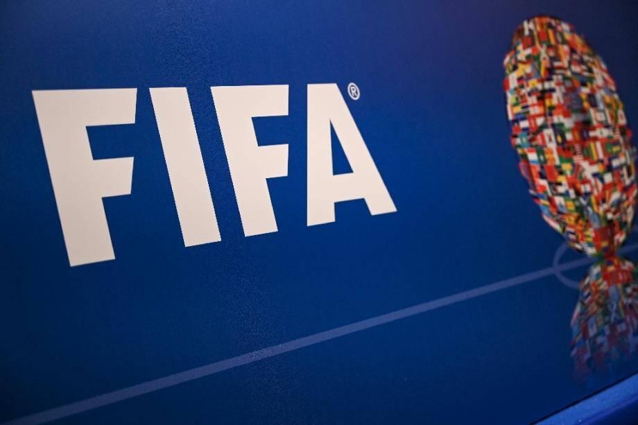 La Fifa recommande de trouver des accords salariaux dans les clubs et de reporter le mercato d'été et les éventuelles fins de contrats pour pouvoir achever la saison