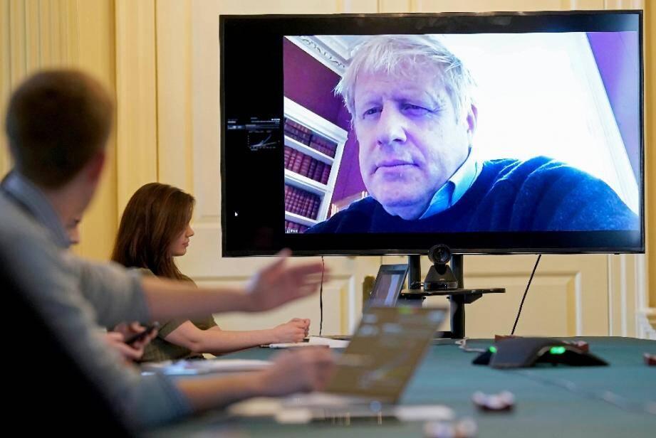 Photo diffusée le 28 mars 2020 par le 10 Downing Street du Premier ministre britannique Boris Johnson en visioconférence depuis chez lui, à Londres