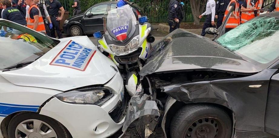Un automobiliste a blessé deux motards de la police lundi à Colombes (Hauts-de-Seine) en les percutant en marge d'un contrôle routier.