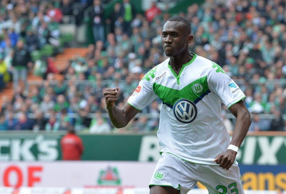 Josuha Guilavogui.    ©Carmen Jaspersen/DPA/MAXPPP ; Wolfburg's Josuha Guilavogui celebrates his 1-1 goal during the German Bundesliga soccer match between Werder Bremen and VfL Wolfsburg at Weserstadion in Bremen, Germany, 16 April 2016. PHOTO: CARMEN JASPERSEN/dpa (EMBARGO CONDITIONS - ATTENTION: Due to the accreditation guidlines, the DFL only permits the publication and utilisation of up to 15 pictures per match on the internet and in online media during the match.) urn:newsml:dpa.com:20090101:160416-99-609379