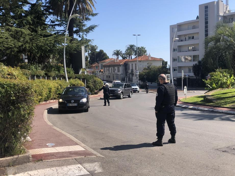 C'est au rond-point Gould de Cannes que les choses ont mal tourné dimanche après-midi lors d'un contrôle policier.