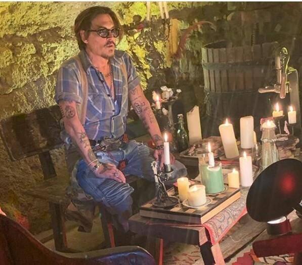 Légende : Johnny Depp a posté sur Instagram des photos prises depuis la cave à vins de sa propriété au Plan-de-la-Tour.