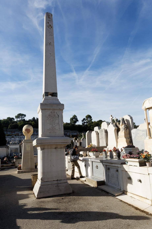 Au cimetière central, un obélisque se dresse dans le ciel de La Seyne en mémoire de la tragédie.
