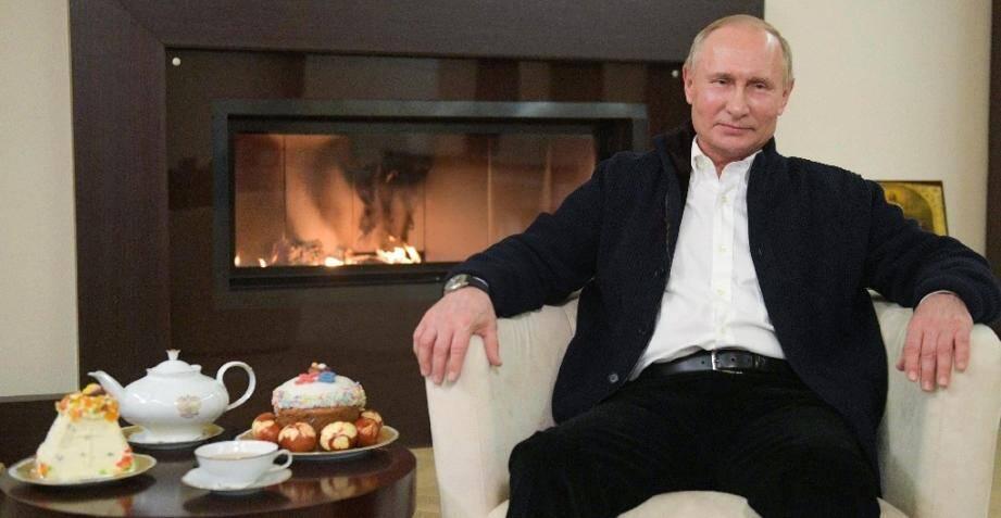 Le président russe Vladimir Poutine, ici lors dun message aux fidèles pour la Pâque orthodoxe depuis sa résidence près de Moscou, en avril 2020.