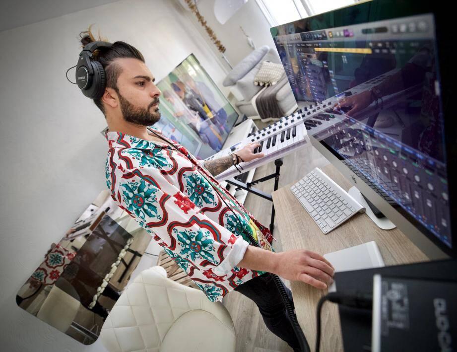 Auteur-compositeur, David Cesana a avancé la date de sortie de son second single. Confiné chez lui, il poursuit son activité et mise à fond sur les réseaux sociaux.