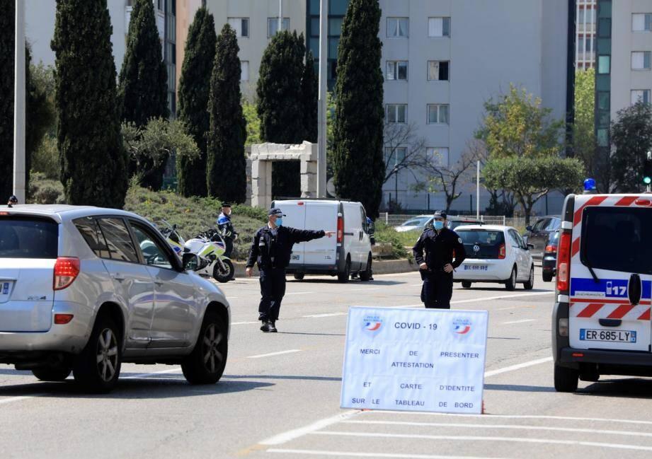 Un contrôle de police ce mardi 14 avril à l'entrée de Toulon.