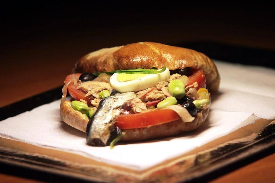 Le pan bagnat selon Philippe Jourdin, chef des quatre restaurants de Terre Blanche à Tourrettes.