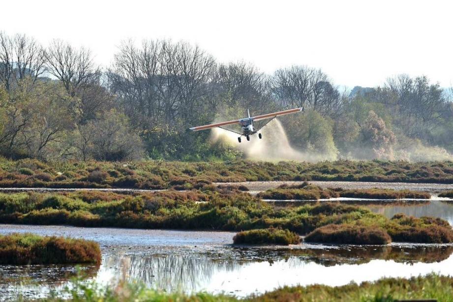 Un à deux traitements des zones humides par ULM sont réalisés chaque semaine.