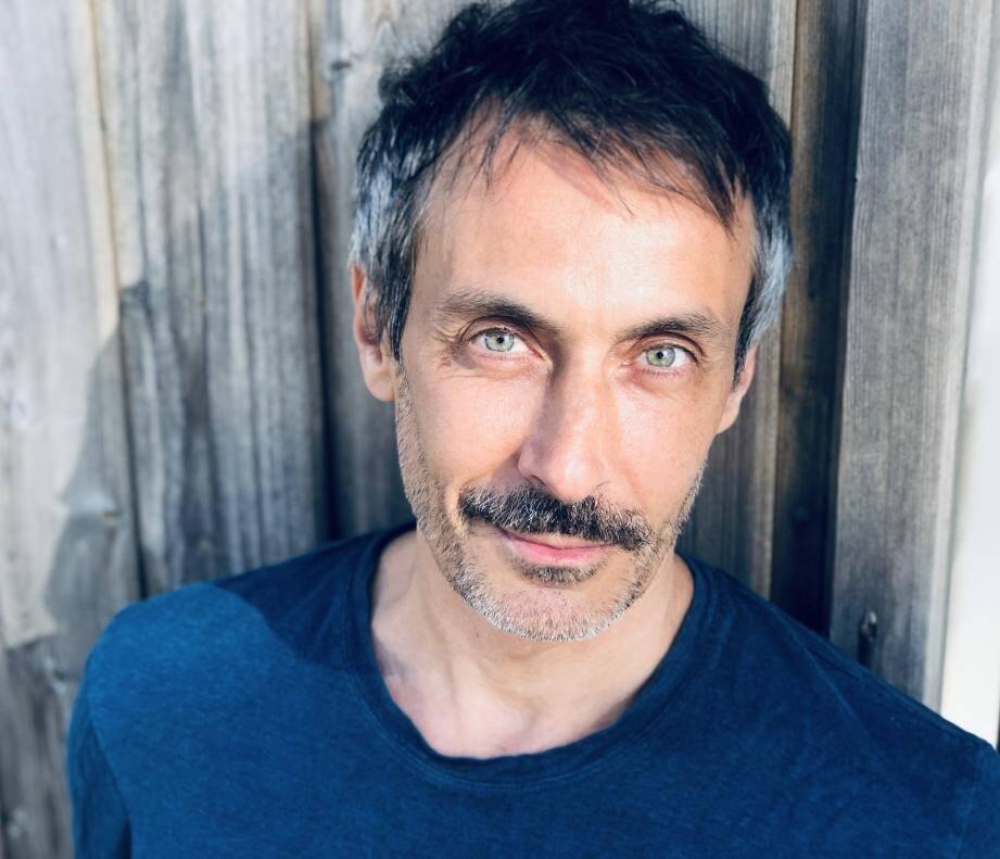 """Benoit Soles était en pleine tournée avec la pièce aux quatre Molières """"La Machine de Turing""""."""