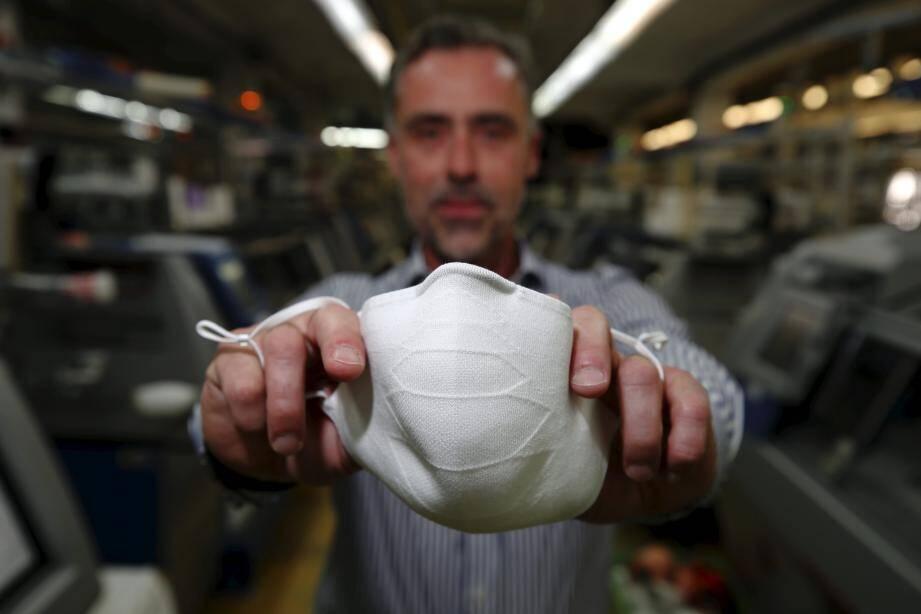 Des masques sans couture (ou presque), sans déchet, lavables et réutilisables, fabriqués à Monaco et bientôt en vente dans les commerces et les pharmacies.