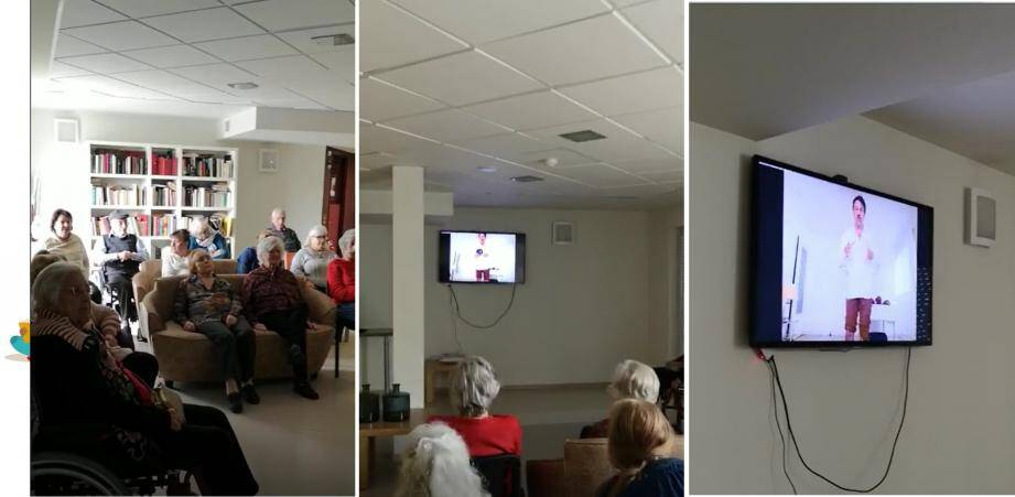 Les résidents de l'EHPAD des Figuiers à Villeneuve-Loubet ont pu assister à une conférence retransmise en direct sur la commedia dell'arte.
