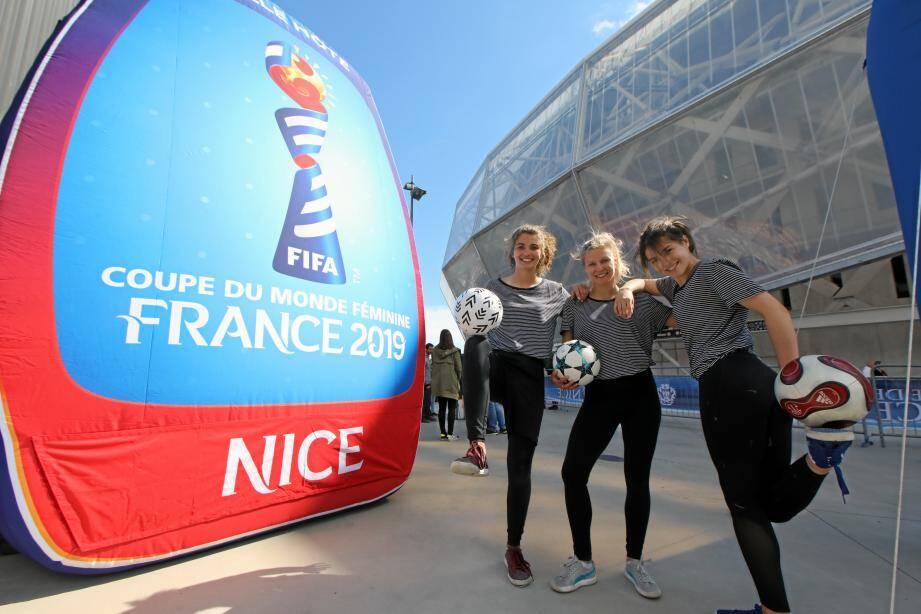 Animation pour annoncer la coupe du monde de foot féminine à Nice.
