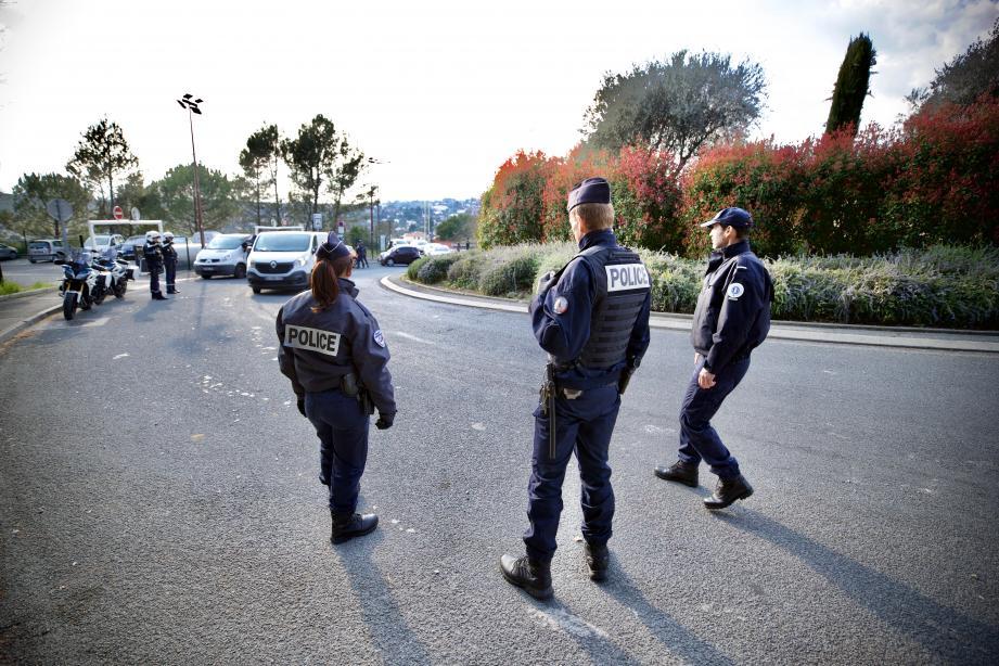 Un contrôle de police à Grasse pendant le confinement.