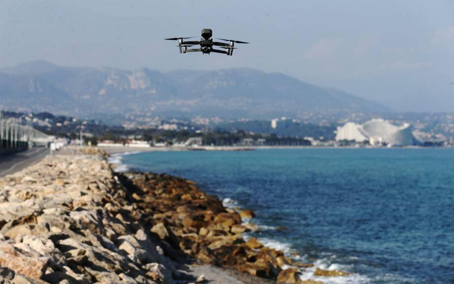 Image d'illustration.  - Covid-19: On French Riviera, overhead police drone gives coronavirus orders  FRANCE ANTIBES MARCH 21 2020 (MaxPPP TagID: maxmatinnews460502.jpg) [Photo via MaxPPP]
