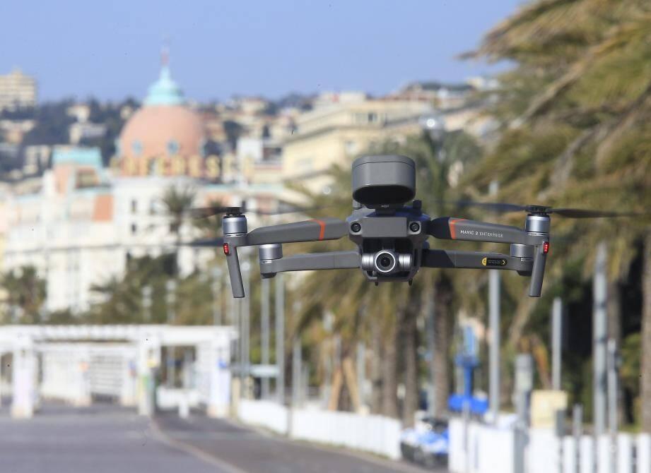 Un drone utilisé par la police pour surveiller le respect des mesures de confinement à Nice.