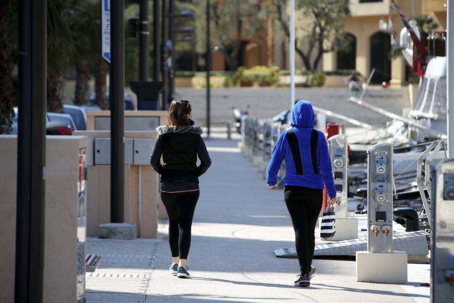 Le jogging est devenu le vêtement à la mode en Principauté.
