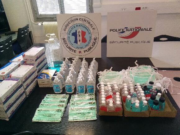 La pharmacienne aurait admis avoir vendu pour environ 200 euros par jour de ces masques et de ce gel.