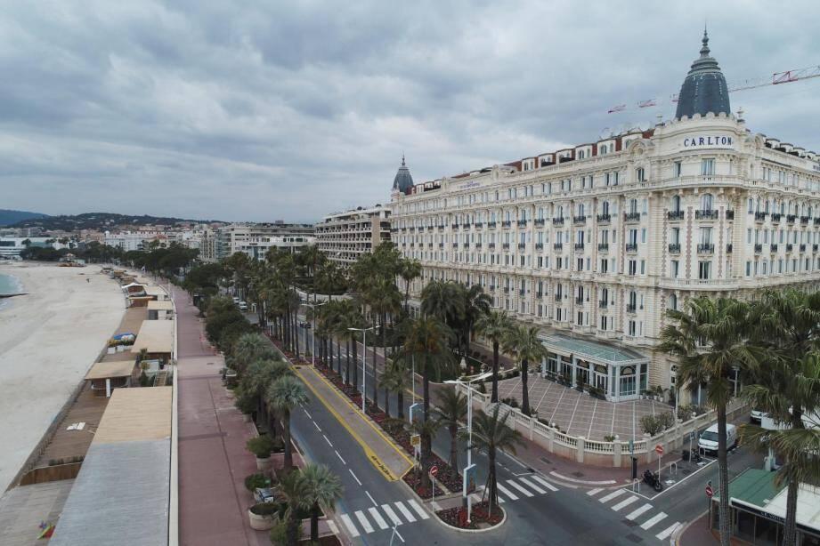 Vue aérienne de La Croisette à Cannes.