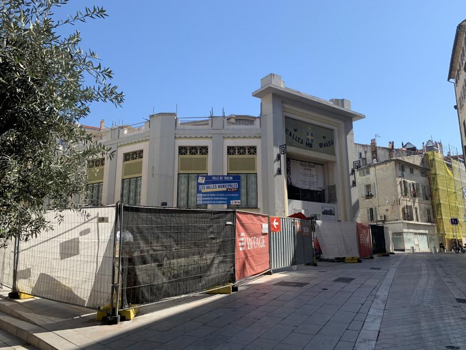 Pour l'heure, difficile de dire quel sera l'impact de la suspension du chantier sur le calendrier prévisionnel. Jusqu'ici, les anciennes halles municipales de Toulon devaient rouvrir à l'automne 2020.