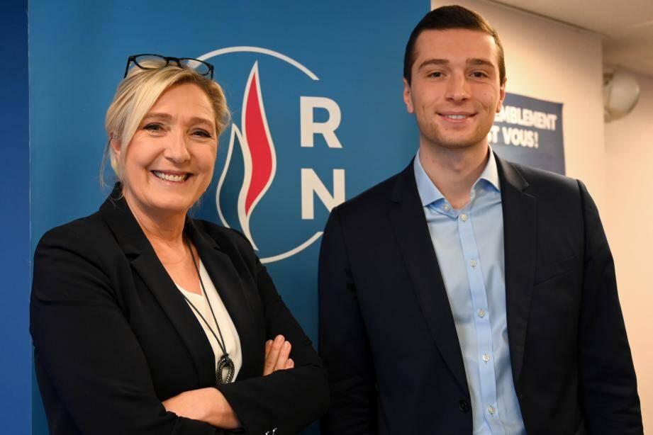 Marine Le Pen avec le numéro 2 du FN, Jordan Bardella.