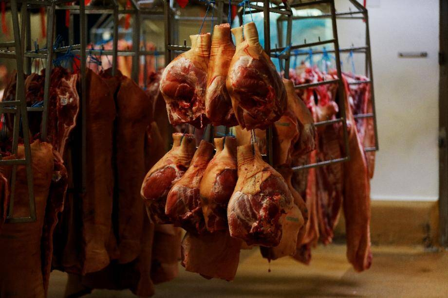 Cinquante-quatre salariés d'un abattoir de Fleury-les-Aubrais (Loiret) ont contracté le Covid-19