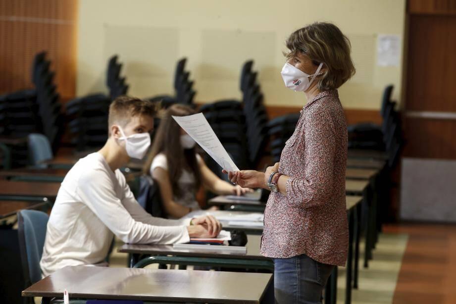 Le gouvernement encourage les élèves à continuer à assister aux cours en présenciel, pour consolider leurs acquis.