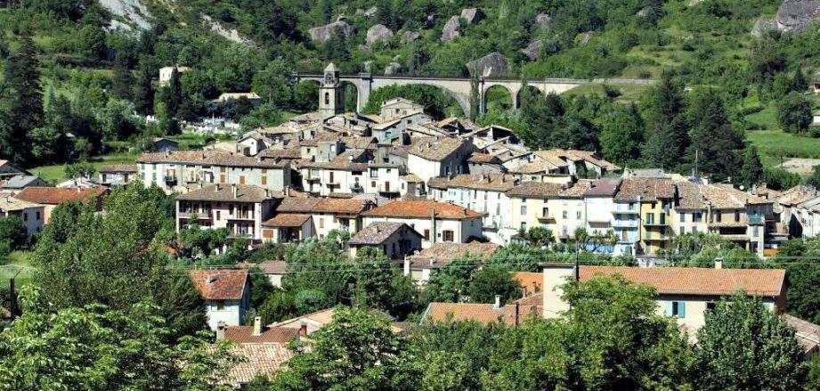 Une vue du village d'Annot.