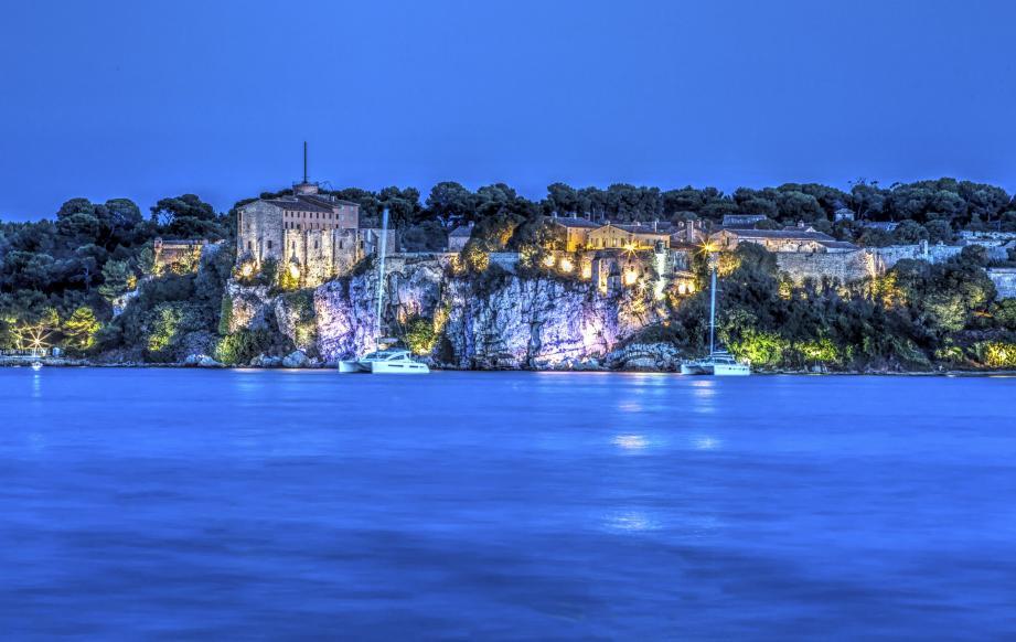 L'île Sainte-Marguerite, qui fait partie des îles de Lérins au large de Cannes.