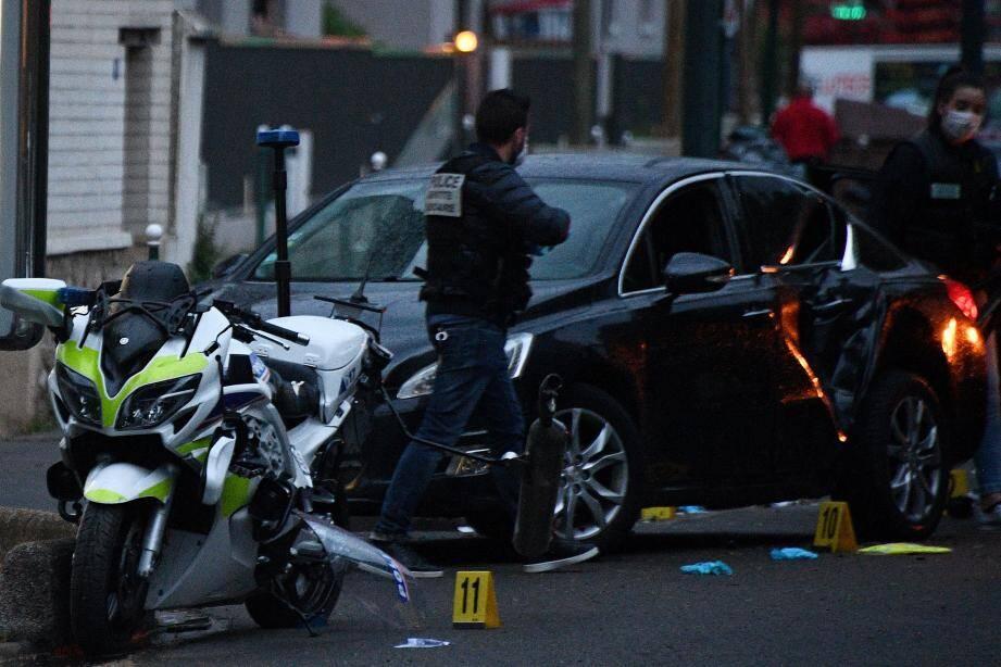 Le 27 avril, deux policiers ont été grièvement blessés dans une attaque terroriste à Colombes. De nombreux internautes ont exprimé... leur joie (fautes d'orthographe incluses) après ce drame. Glaçant.