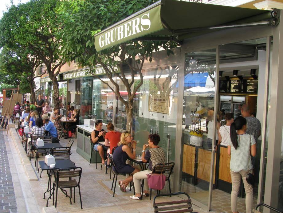 S'inspirant de la tendance casual food, Riccardo Giraudi avait ouvert Grubers, une enseigne de hamburgers, en 2016, rue Princesse Caroline à Monaco.