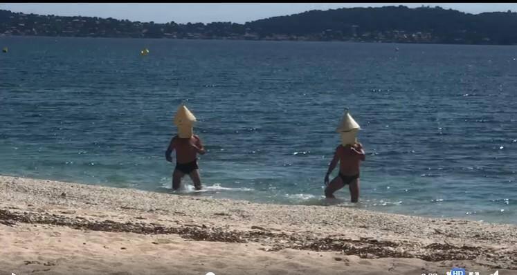 Après deux mois de confinement, deux Hyérois ont bravé l'interdiction de se rendre sur le littoral. Ils ont tenté de déjouer la vigilance des forces de l'ordre en se déguisant en bouée de balisage.