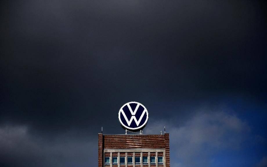 Le logo de Volkswagen au siège de l'entreprise en février 2020 à Wolfsburg