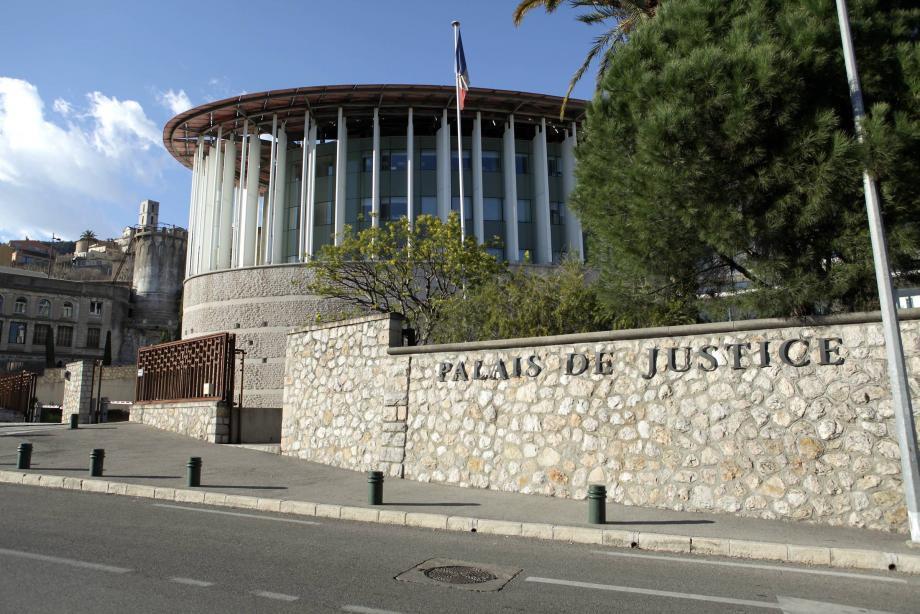 Tribunal correctionnel de Grasse.    RCANICXXQ900_SP_TGI GRASSE Palais de justice de Grasse Vue extérieure Pour papier suite évasion Cirone RCANICXXQ900_SP_TGI GRASSE
