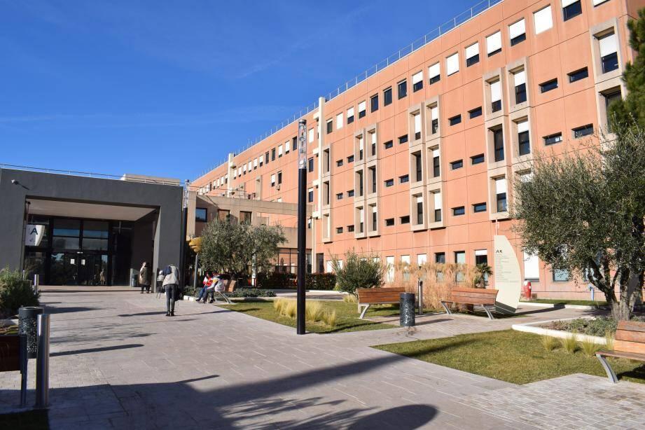 L'hôpital de Grasse est entré dans la liste des établissements qui recevront la prime Covid. Cannes également. Mais pas Menton.