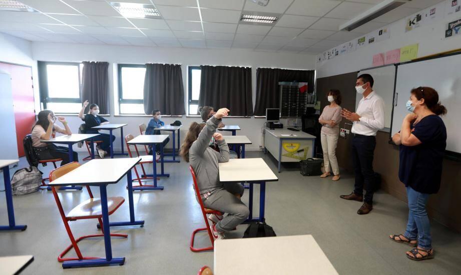Lors de la rentrée des classes de sixième au collège Marcel-Rivière à Hyères