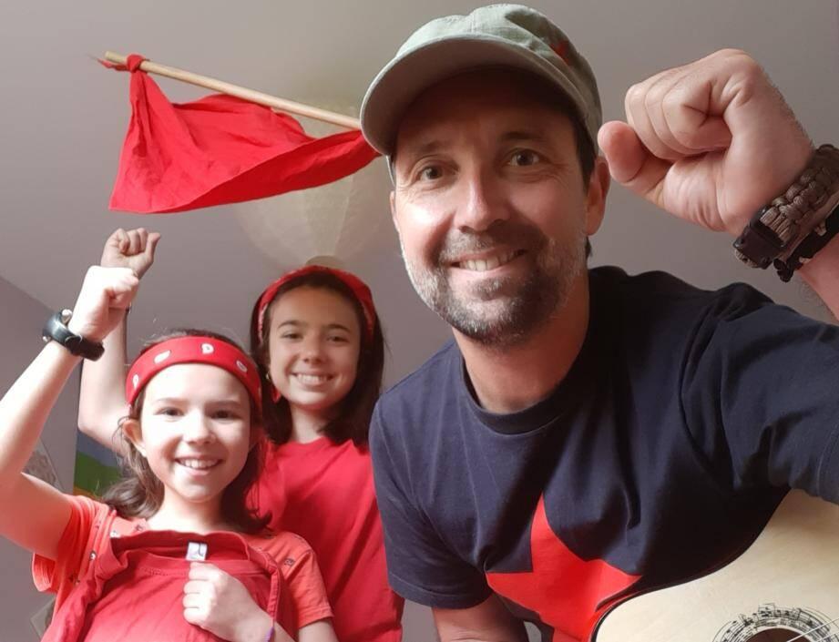 Sébastien et ses filles se sont filmés en chantant Le chiffon rouge.