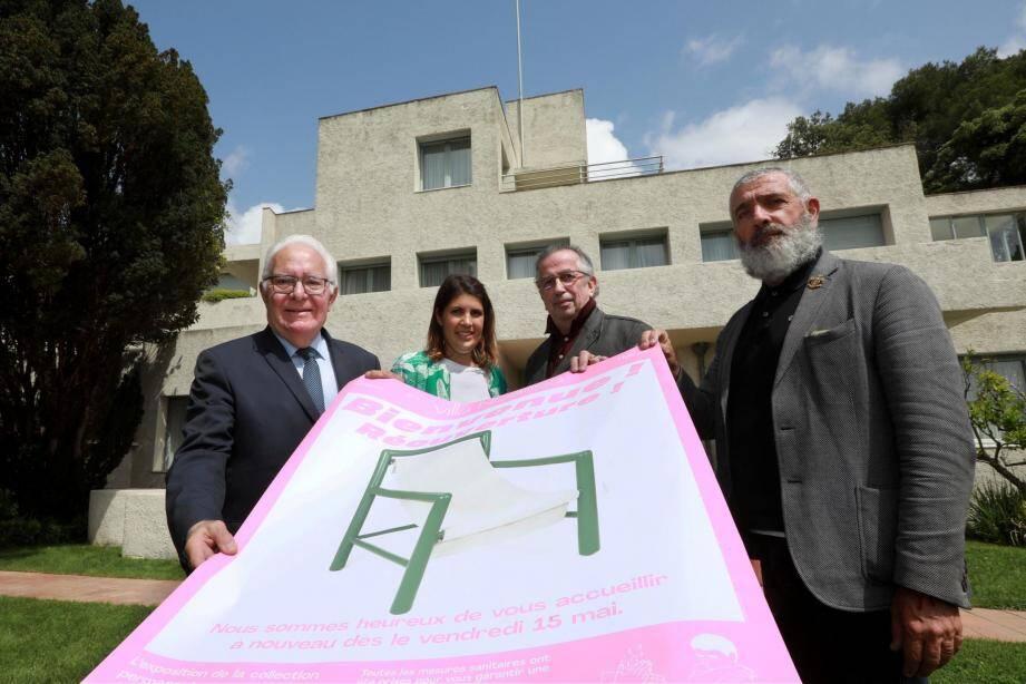 Jean-Pierre Giran, Claire Fontaine, François Carrassan et Jean-Pierre Blanc présentent l'affiche de réouverture, aujourd'hui, de la villa Noailles au public.