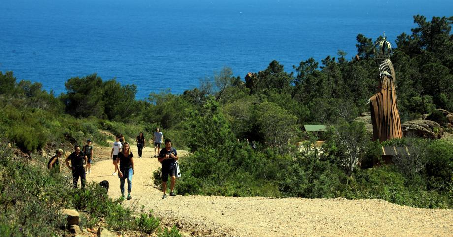 Pour reprendre les balades, on a demandé à des vadrouilleurs de nous emmener sur leurs chemins préférés. Direction l'Estérel, au départ de Théoule-sur-Mer, avec Maddy, créatrice de Rando d'Azur.
