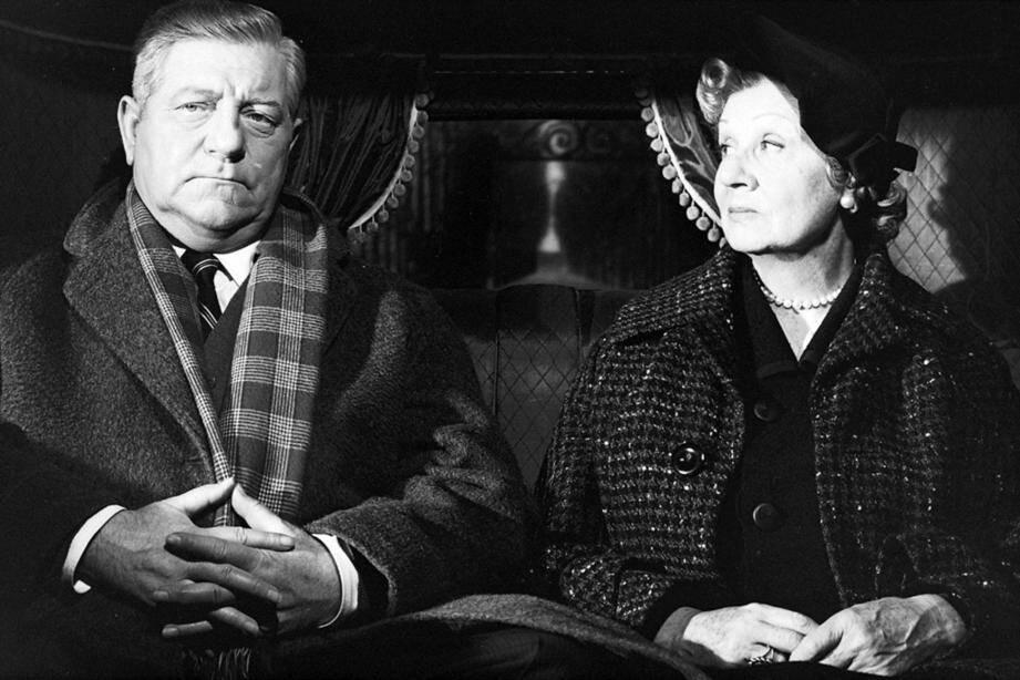"""Jean Gabin et Valentine Tessier dans le film """"Maigret et l'affaire Saint-Fiacre"""", réalisé par Jean Delannoy."""