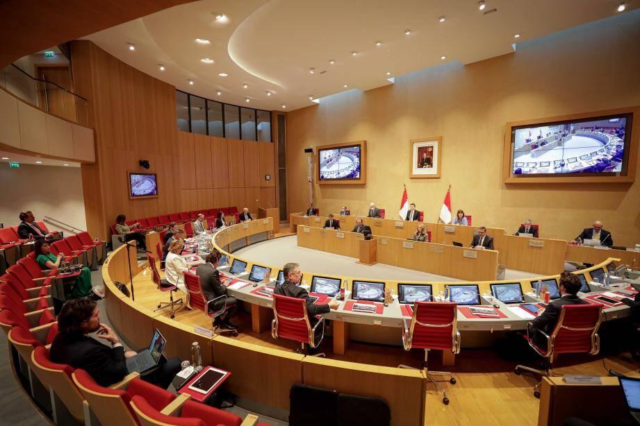 Le Conseil national s'est réuni pour voter un texte dans l'urgence et tenter de donner des outils législatifs pour tenter de traiter plusieurs aspects des relations de travail en cette période de crise sanitaire.