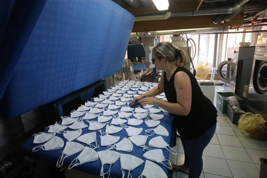 À la date d'aujourd'hui, plus de 145.000 masques ont été produits au 2, avenue Crovetto Frères à Monaco.